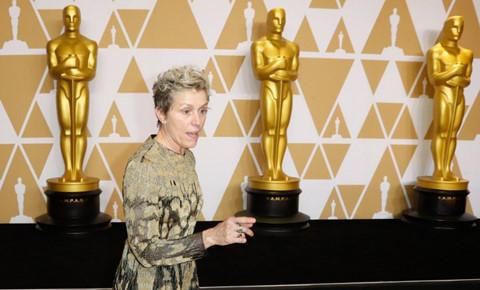 Nữ chính xuất sắc khóc nức nở sau khi bị trộm tượng vàng Oscar 2018