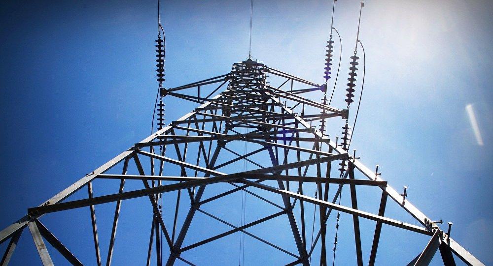 """Anh: Chạm tay vào dòng điện 11.000 volt, chỉ cảm thấy """"hơi tê"""""""