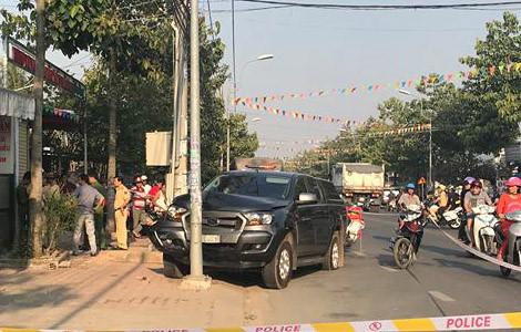 Lái ô tô tông văng 2 cảnh sát rồi tăng ga bỏ chạy