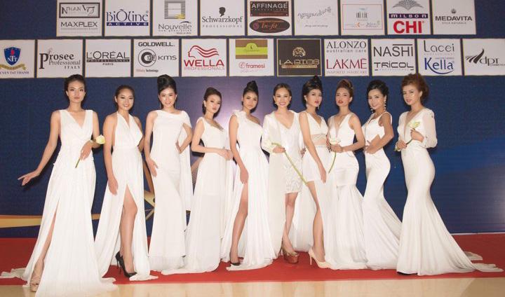 """Người đẹp hóa """"Tiên Nữ"""" với đầm lụa trắng của NTK Tommy Nguyễn"""