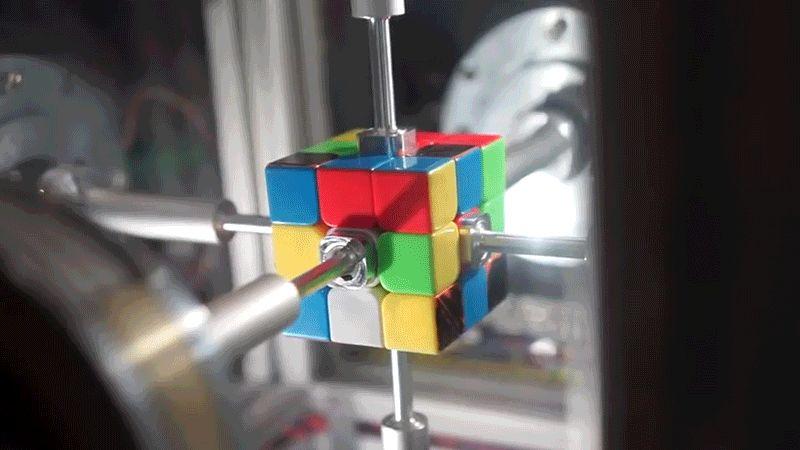 Robot giải rubik chỉ trong 0,38 giây, nhanh hơn cả chớp mắt