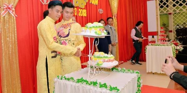 Đám cưới đẹp như mơ của cặp đồng tính ở Đồng Tháp