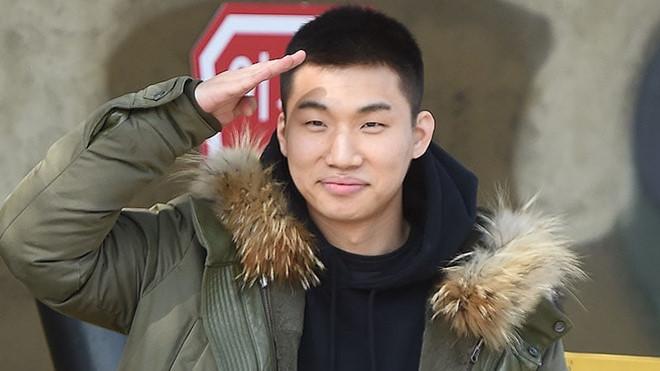 Theo chân G-Dragon, Daesung (Big Bang) lên đường nhập ngũ