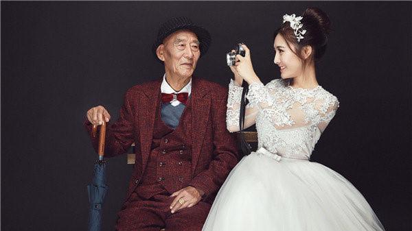 Cô gái chụp ảnh cưới cùng ông nội và lý do xúc động phía sau