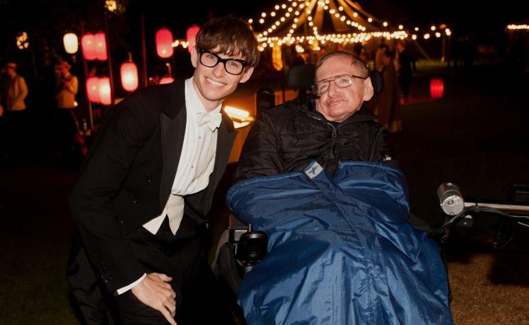 "Ngôi sao ""Thuyết vạn vật"" gửi lời tri ân Stephen Hawking"