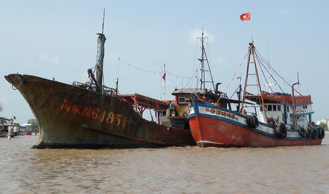 Tàu ghi chữ Trung Quốc không có người trôi vào biển Bạc Liêu