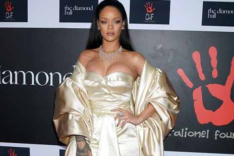 Giá trị Snapchat bốc hơi tỷ USD sau một câu nói của Rihanna