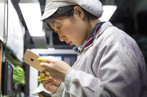 Apple bị nghi tạm dừng iPhone 8 Plus vì phát hiện linh kiện lạ