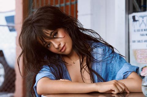 """Havana"" giúp Camila Cabello ""vượt mặt"" Mariah Carey"