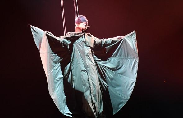 Lâm Tuấn Kiệt bị chê bai khi trở thành Batman trên sân khấu