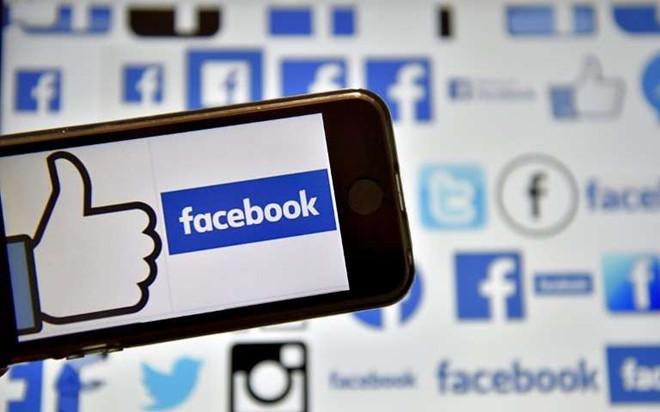 Bạn là món hàng mà Facebook mua bán mỗi ngày