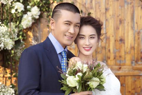 """Sao nữ """"Tuyệt đỉnh Kung Fu"""" khoe ảnh cưới sau nhiều năm sống vụng trộm"""