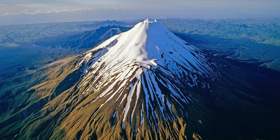 Ngọn núi thiêng được trao quyền con người