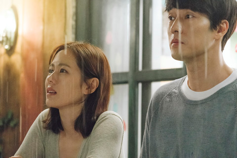 Phim lãng mạn của Son Ye-jin, So Ji-sub thu hút hơn 1 triệu khán giả