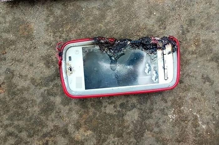 Vừa cắm sạc vừa dùng, cô gái trẻ tử vong vì điện thoại phát nổ