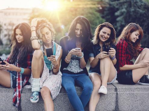 Trẻ em gái chịu ảnh hưởng nhiều hơn từ mạng xã hội