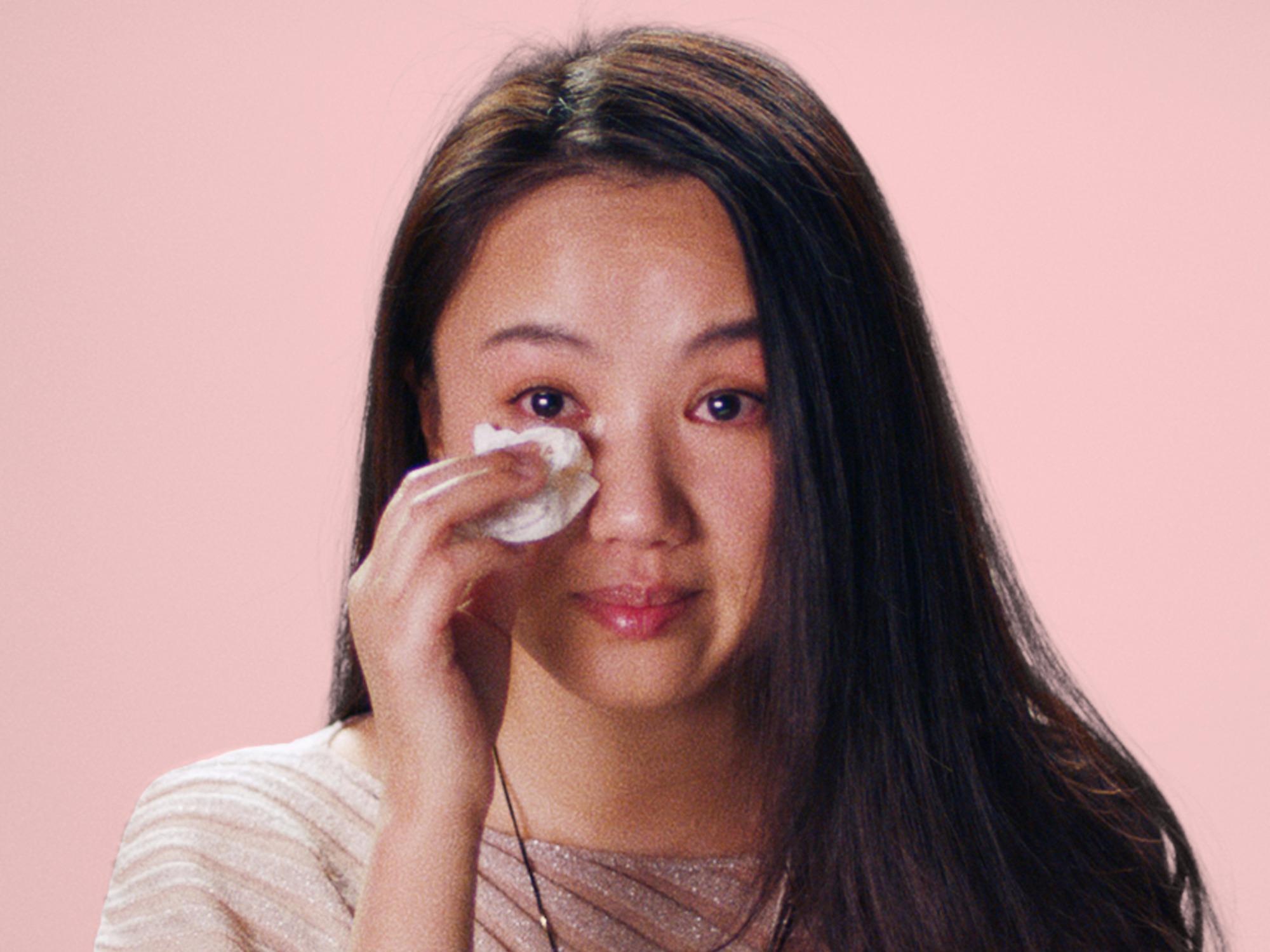 """""""Chợ tình"""" khắc nghiệt, tàn nhẫn với phụ nữ ngoài 30 ở Trung Quốc"""
