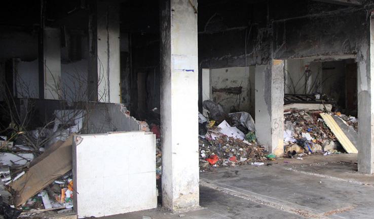Chung cư mặt phố biến thành bãi tập kết rác thải hôi thối