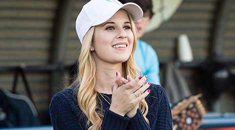 Nhan sắc nữ diễn viên Disney 22 tuổi làm trợ lý của Nhà Trắng