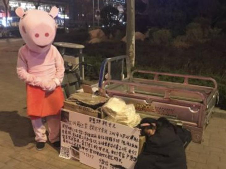 Câu chuyện cảm động về người cha biến thành chú lợn bán bánh