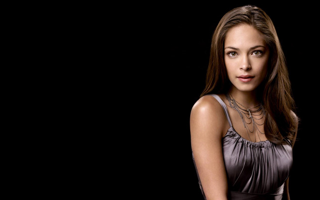 """Kiều nữ """"Smallville"""" bị tố tuyển nô lệ tình dục cho giáo phái"""