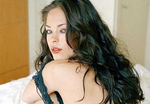 """Mỹ nữ """"Smallville"""" luôn sợ hãi khi gia nhập giáo phái nô lệ tình dục"""