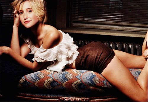 """Sao nữ """"Smallville"""" sống cùng trùm giáo phái nô lệ tình dục ở Mexico"""