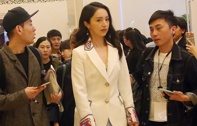 Vợ tài tử Trung Quốc bị bắt vì cáo buộc cưỡng hiếp vẫn tin tưởng chồng