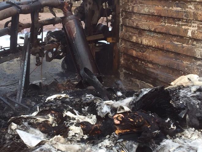 Xe container bốc cháy, tài xế và phụ xe tử vong trong cabin