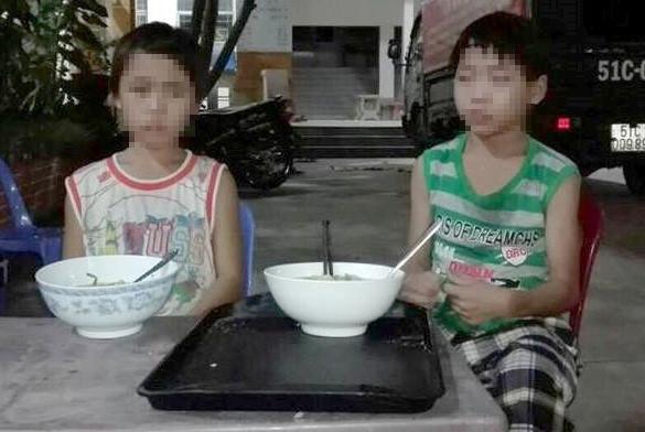 Hai trẻ em bị ép đi ăn xin ở Sài Gòn