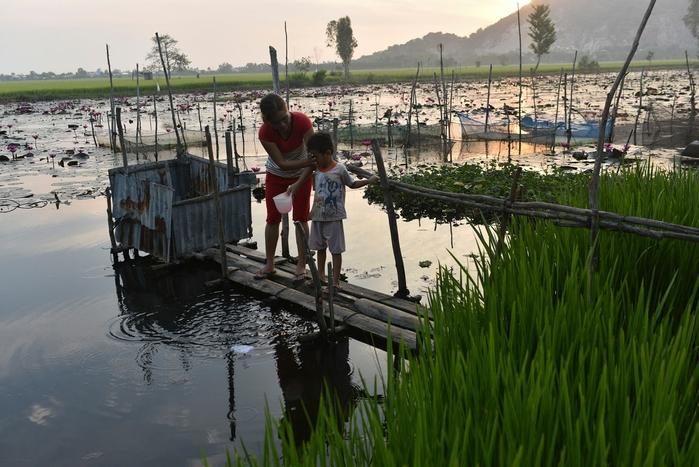 Nhà vệ sinh lộ thiên ở Việt Nam dưới ống kính nhiếp ảnh gia Mỹ