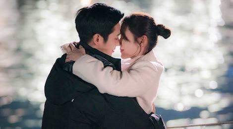 """""""Chị đẹp mua cơm"""" tập 4: Jin Ah có nụ hôn đầu với em trai của bạn thân"""