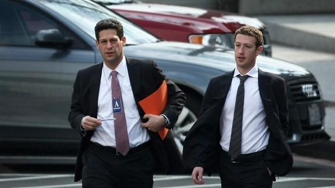 """Zuckerberg khổ luyện cho ngày """"tự thú trước bình minh"""""""