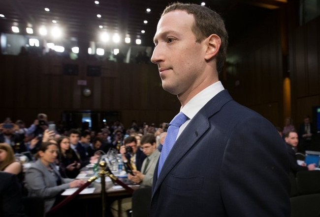 Trong lúc Mark Zuckerberg vã mồ hôi, cổ phiếu Facebook tăng vọt
