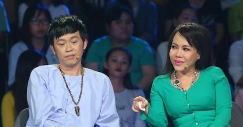 Việt Hương khóc trước tình cảm của vợ chồng người hát rong khiếm thị