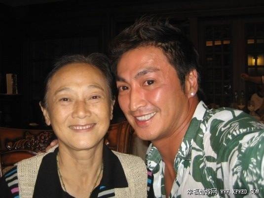 """Nữ đạo diễn """"Bao Thanh Thiên"""" sống cảnh chồng chung qua đời"""