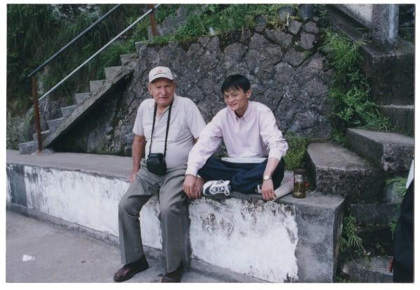Jack Ma trả món nợ ân tình 37 năm trước với gia đình người Úc