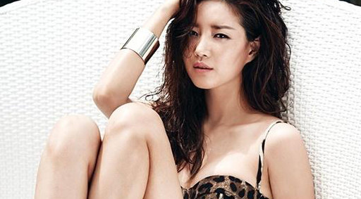 Hoa hậu Hàn Quốc Kim Sarang bị gãy chân nghiêm trọng