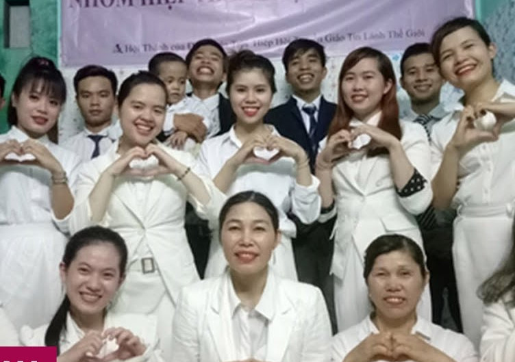 Thêm hàng chục học sinh, sinh viên theo Hội Thánh Đức Chúa Trời