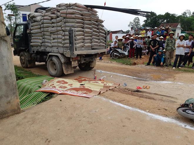 Bé gái 3 tuổi tử vong dưới gầm xe tải trên đường đi học
