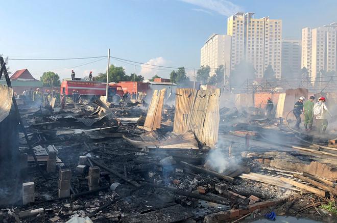 20 lán trại của công nhân ở Sài Gòn bị cháy rụi