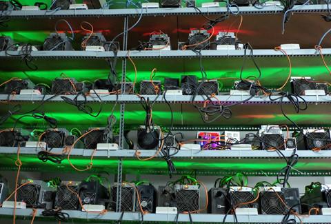 """Bitcoin sắp chạm 10.000 USD, """"trâu cày"""" lại ồ ạt về Việt Nam"""
