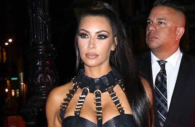 Fan phản đối vì Kim Kardashian sao chép phong cách của Beyonce