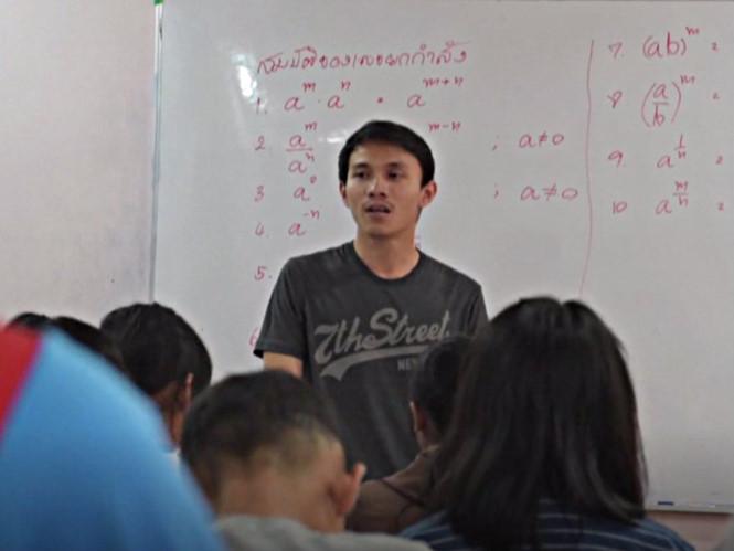 Bỏ nghề cảnh sát để dạy học cho trẻ em nghèo
