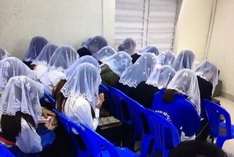 """Nhiều học sinh rời bỏ """"Hội Thánh Đức Chúa Trời Mẹ"""""""