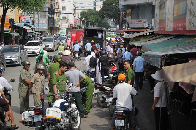 Quận 1 lại dọn vỉa hè Sài Gòn sau nhiều tháng im ắng