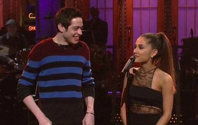 Ariana Grande hẹn hò tình mới sau khi chia tay Mac Miller