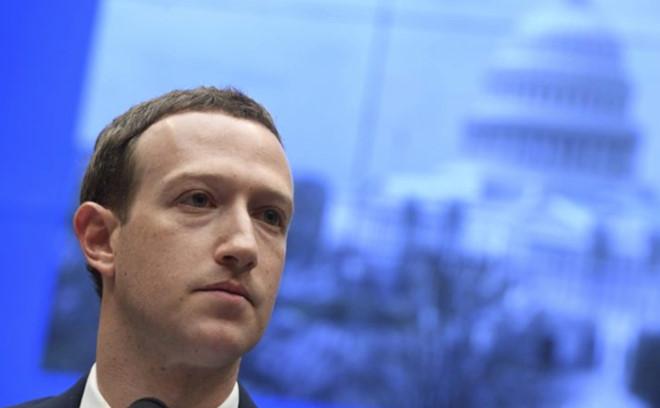 """Nghị viện EU hỏi CEO Facebook muốn là vĩ nhân hay """"quái vật Internet"""""""