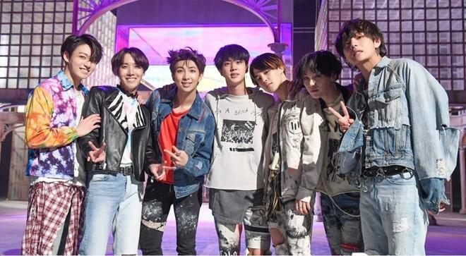 BTS trở thành nhóm nhạc đầu tiên của Kpop đứng đầu Billboard 200