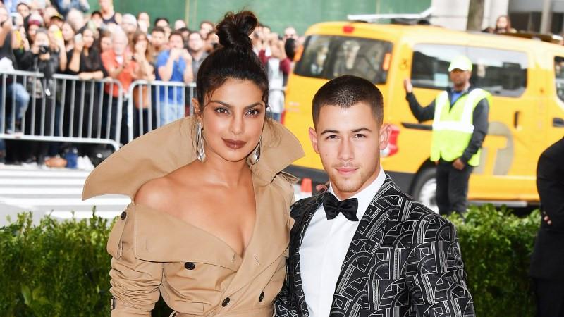 Nick Jonas hẹn hò Hoa hậu Thế giới hơn 10 tuổi
